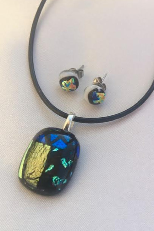 """""""Gold and Textures"""" medium pendant and small stud set"""