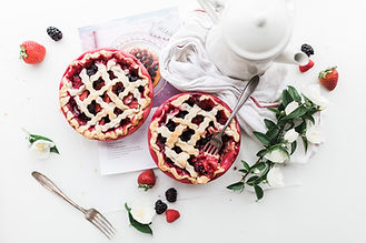 gifts for pie lovers, pie making gifts, pie recipe books, pie accessories, pie makers, home baking gifts