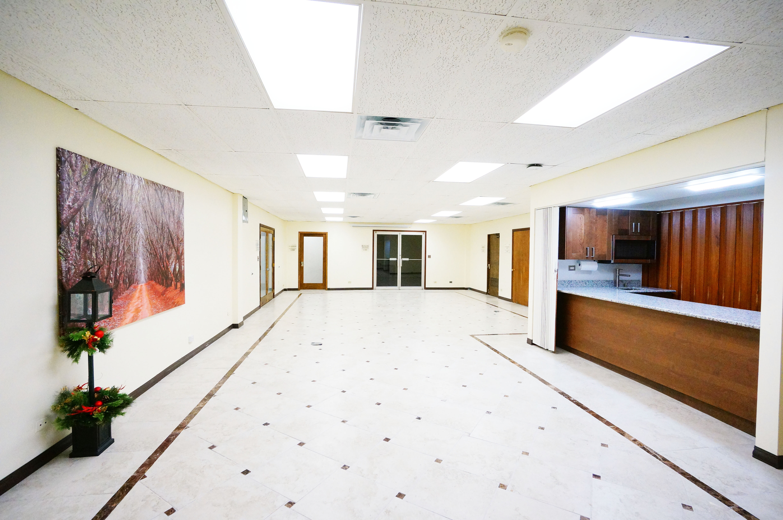 Center Hall for 80