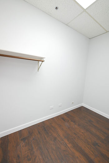 208-closet.jpg