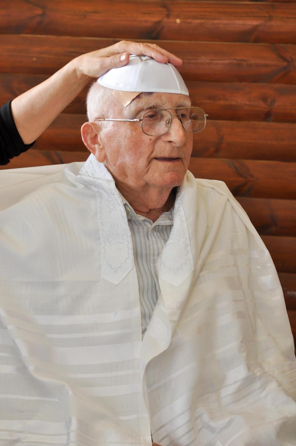 07 סבא סנדק עם כיפה.jpg