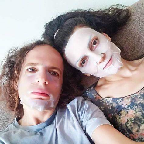 אמיר ונבסל מטפחים את עור הפנים