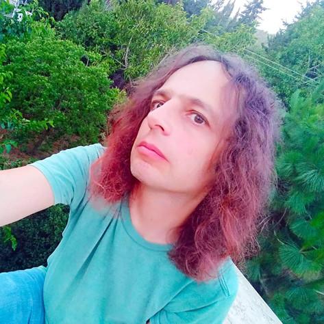 אמיר עם שיער צבוע