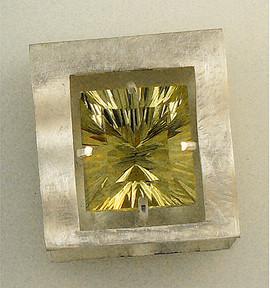 38ct lemon quartz in silver box front vi
