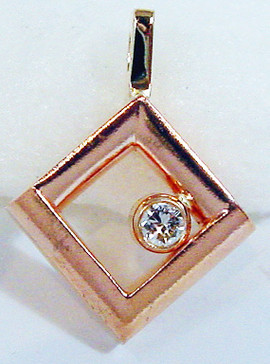 ANGIES_RED_GOLD_PENDANT2.JPG