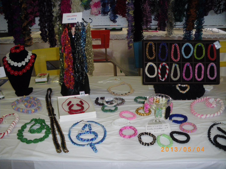 BIJOUX tricotés et perlés