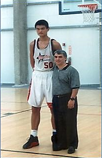 Coach_and_Yao_in_HFA.png