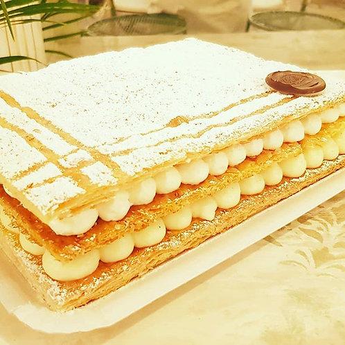 Tarta de milhoja de crema y nata