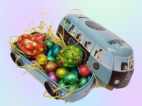 Lata rellena de huevos de praline y chocolate