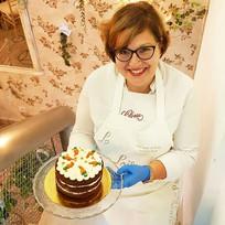 Mamá Rosina subiendo una deliciosa carrot cake