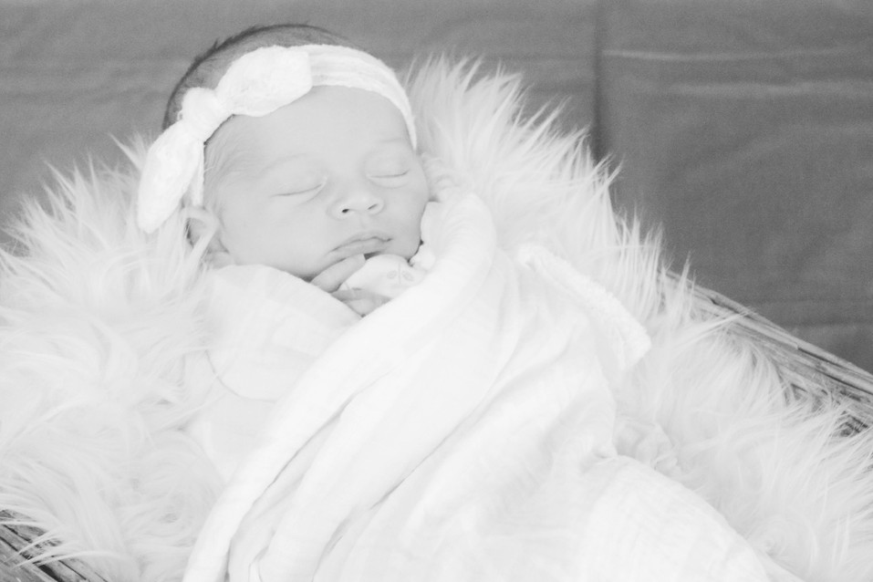 Finley Newborn Pics (7 of 36).jpg