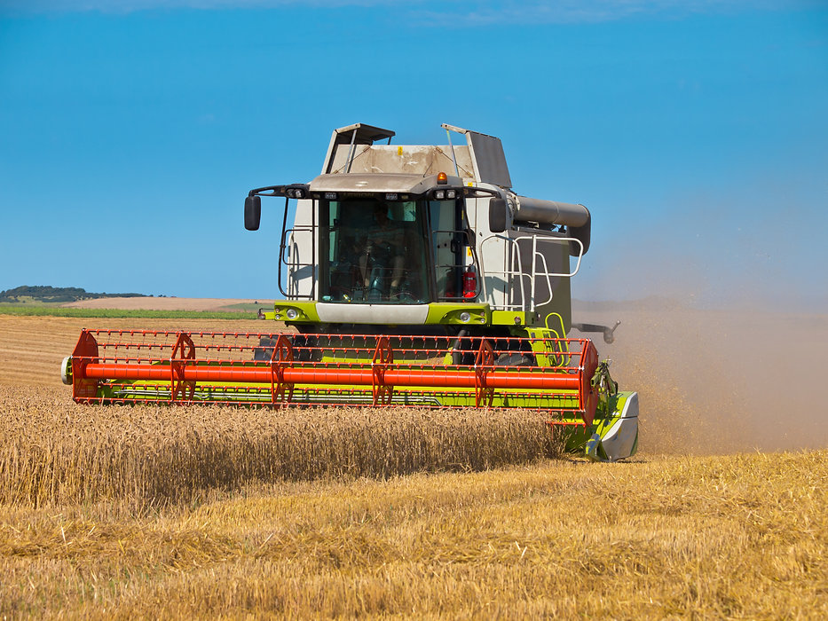 combine-harvester-PZBG6DQ.jpg