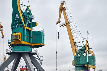 crane-port-dock-terminal-freight-unloading-maritime-harbor-container-bulk-wharf-ship-to-sh