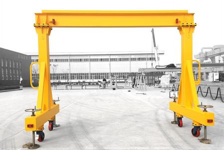 Portable_gantry_crane.jpg