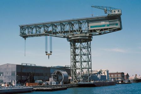 a-view-of-a-350-ton-hammerhead-crane-448dea-1600.jpg