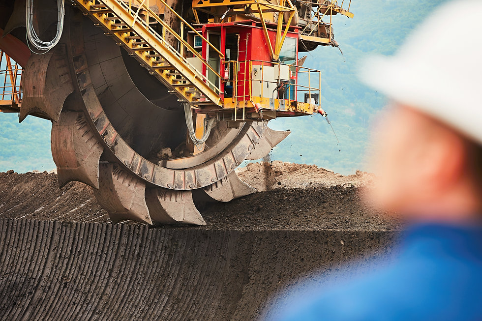 coal-mining-in-an-open-pit-PQD8BSM.jpg