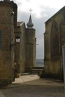Vue sur tour derrière l'église St. Nicolas