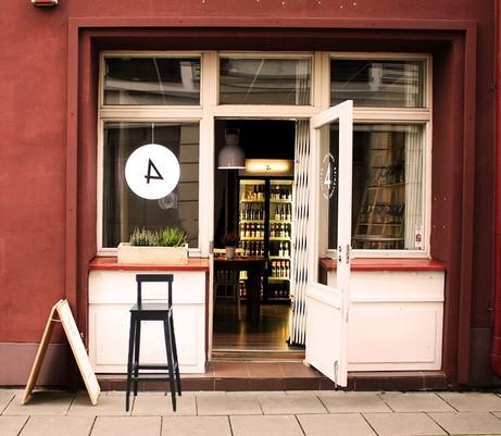 Craft beer bar visual identity & interior