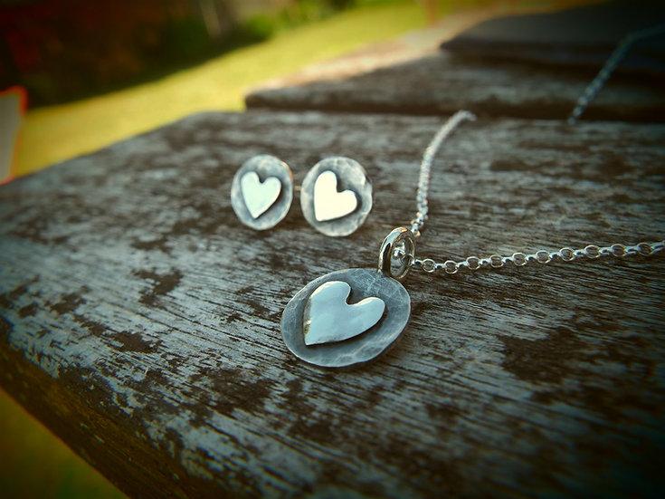 Heart stud earrings (one pair of earrings only)
