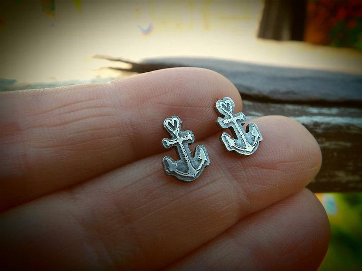 Wee Anchor stud earrings