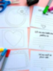 Carte de ziua mamei. Oferă de Ziua Mamei acestă cărticică drăguță și ușor de realizat și spune-i în acest fel cât de mult o iubești. Imprimă toate paginile și taiele. Completează, desenează și aranjează paginile în ce ordinea dorești, astfel încât desenele să se potrivească cu textul scris. Taie din carton sau hârtie colorată 8 cartonașe un pic mai mari decât formatul paginilor, aproximativ 18 cm/13 cm. Lipește fiecare pagină pe carton și apoi perforează marginile. Prinde paginile între ele cu o panglică. Spor la treabă!