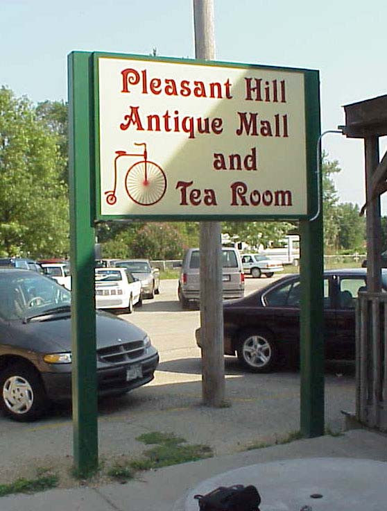 pleasant hill antique mall lighted 2_web