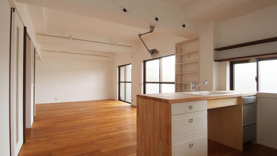 シンプルなキッチン&ワークスペース