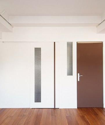 建具の塗装/マットな白(左)とマットな茶(右).jpg