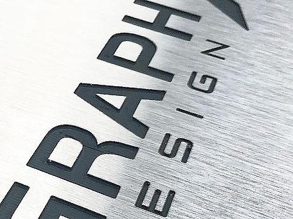 gravure-alu-brosse-zoom-2.jpg