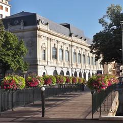 Passerelle_et_musée_des_beaux-arts_de_Ch