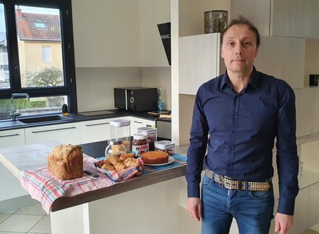 Pascal prépare les petits-déjeuners de La Porte des Alpes