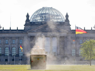 Wiese vor dem Reichstag - Kniehohe Zäune sollen Trampler fernhalten