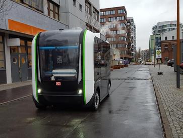 Selbstfahrende Busse sollen Pendler zur S- Bahn bringen