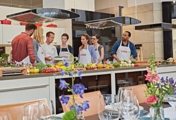 Hobbyköche treffen sich zur Miele Cooking School Unter den Linden