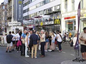"""Anwohner sind sauer:  """"Anarchie"""" am Checkpoint Charlie"""