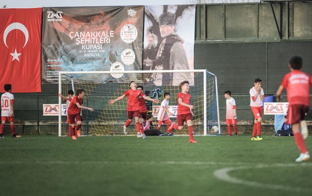 Çanakkale Şehitleri Kupası futbol turnuvası futbolcu çocuklar DMD Sportif Turizm