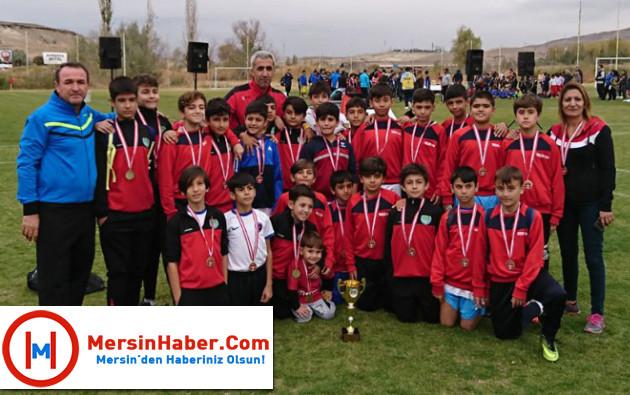 Mersinde Çocuk Polisi Futbol Takımı Üçüncü Oldu haberi