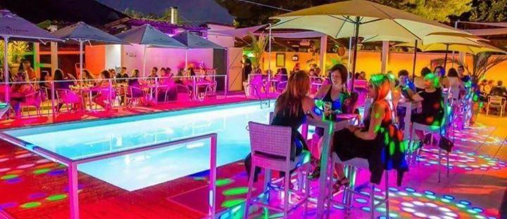 Les templiers complexe restaurant piscine discoth que aix for Restaurant avec piscine aix en provence
