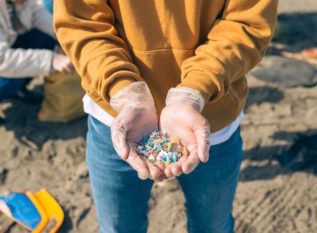 A praia, os microplásticos e os ODS: como começou nosso Julho Sem Plástico