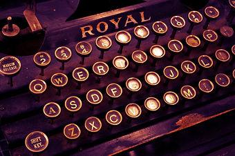 typewriter-1170657_1920.jpg
