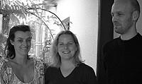 Bauherrin Cornelia Frobese und ihre Architekten Ulrike und Jan Steffen strahlen: Der Neubau ist gelungen und bietet viel Raum für Licht, Luft und Emotionen.