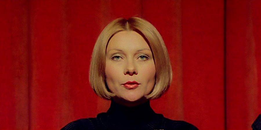 Helga Ulmann senses a killer in the audience - Interior of Teatro Carignano