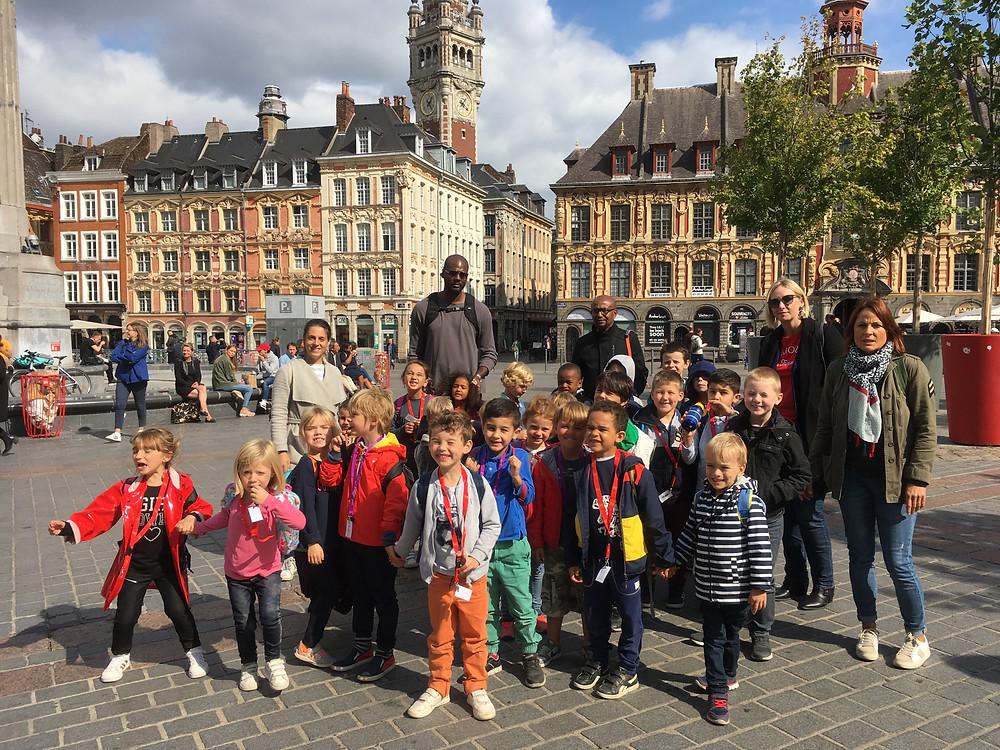 Beau parcours de marche dans la ville de Lille avec une halte et visite au musée de l'Hospice Comtesse, puis quelques marches pour observer la vue du haut du Beffroi de l'hôtel de ville!