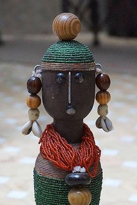 tête poupée africaine bois et perles  marrakech