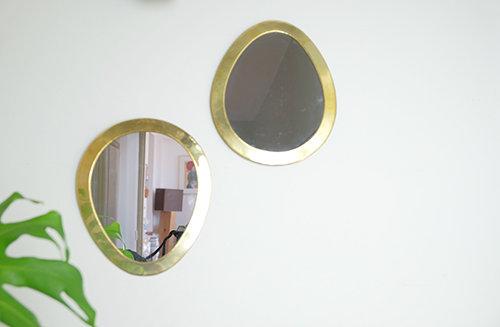 Miroir Egg en laiton doré.