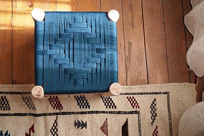 tabouret en bois de peuplier et corde de soie - Paon -
