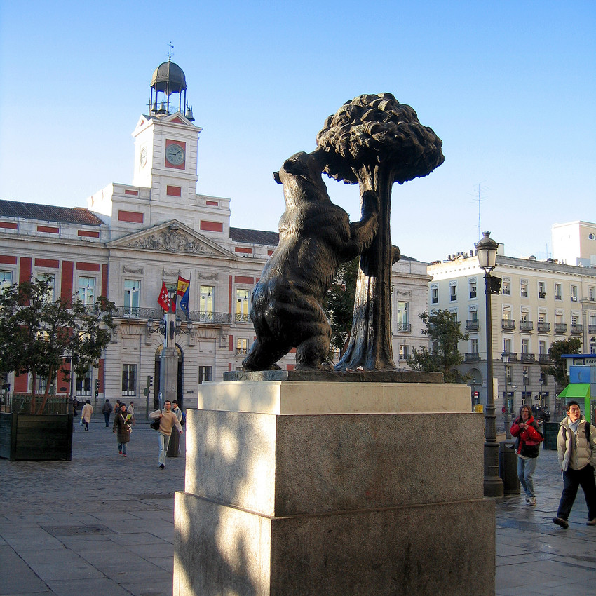 statue at best ways to travel in spain