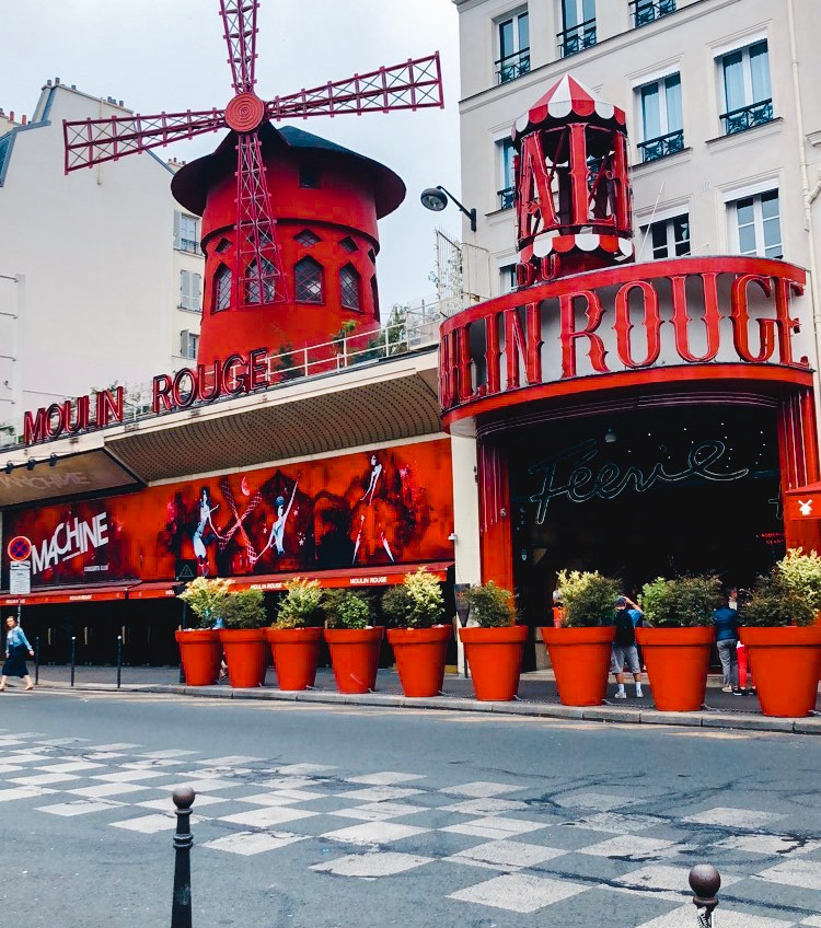a guide to Montmartre in Paris france