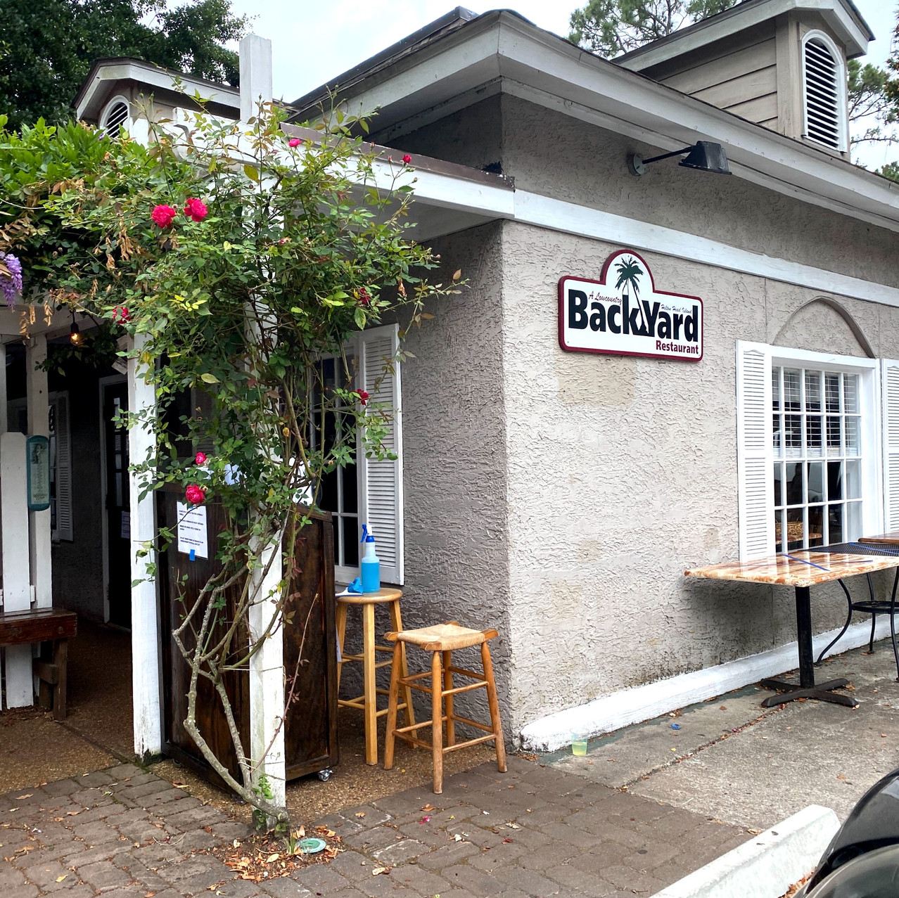 backyard restaurant at hilton head places to eat