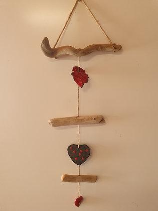 Mobile céramiques cœur et bois flottés